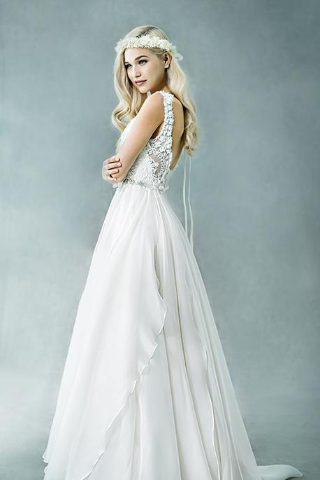 9ca821cb81868 ガーデンウエディングとリゾートウエディングは、ウエディングドレスのおすすめ要素が非常に似ています。大きな共通点として、「外で結婚式を行う」ということが 挙げ ...