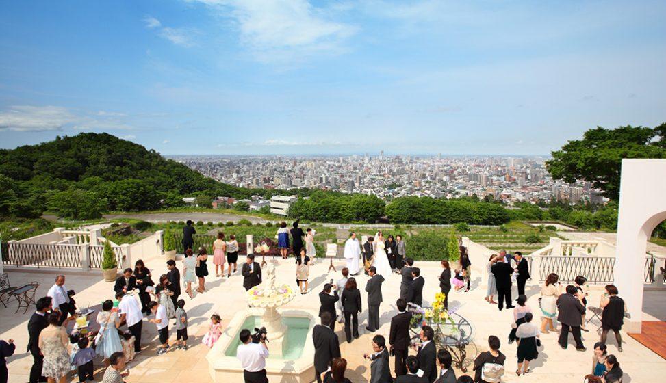 札幌の人気結婚式場|ローズガーデンクライスト教会|D