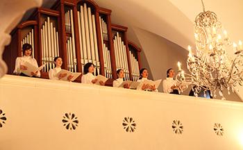 札幌の人気結婚式場|ローズガーデンクライスト教会|K
