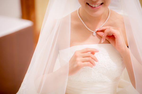 支度をしている花嫁様