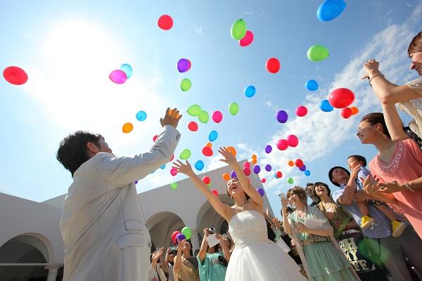 結婚式を楽しむゲスト・友達
