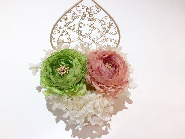 花を載せたリングピロー