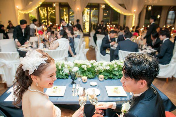 結婚式を楽しむカップルさま