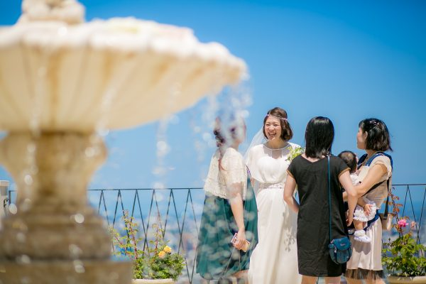 結婚式を楽しむ花嫁様とゲスト様