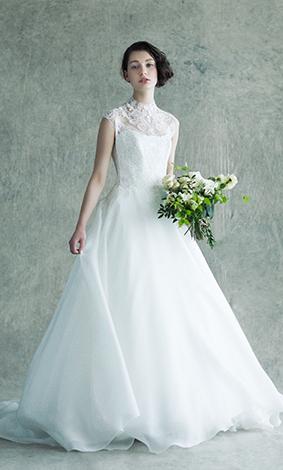 52f0f3c11130b ビジューと言われるラインストーンが装飾されたウエディングドレスをチョイスすることや、ティアラやイヤリング、ネックレスを輝きやすい素材の物を身に着けると、会場  ...